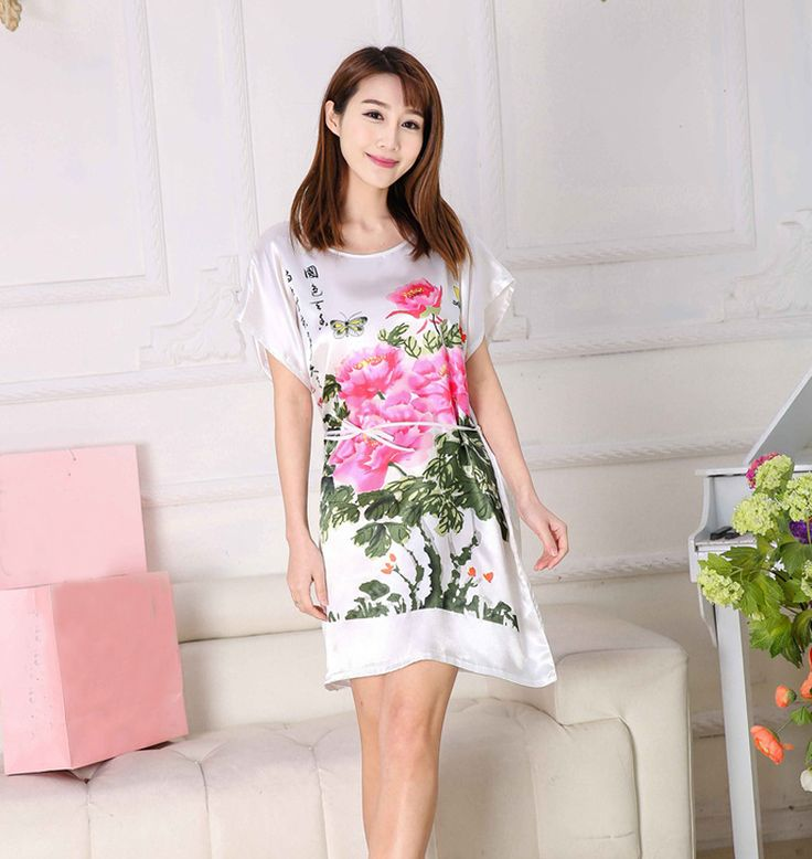 MILF caliente en un vestido de verano