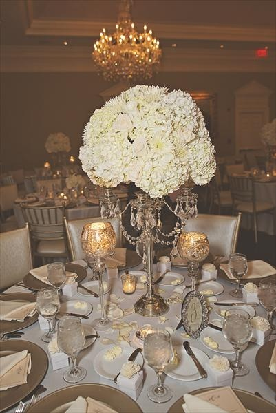 Michelle + Myron's Southern Charmed Wedding... Love a formal dinner!