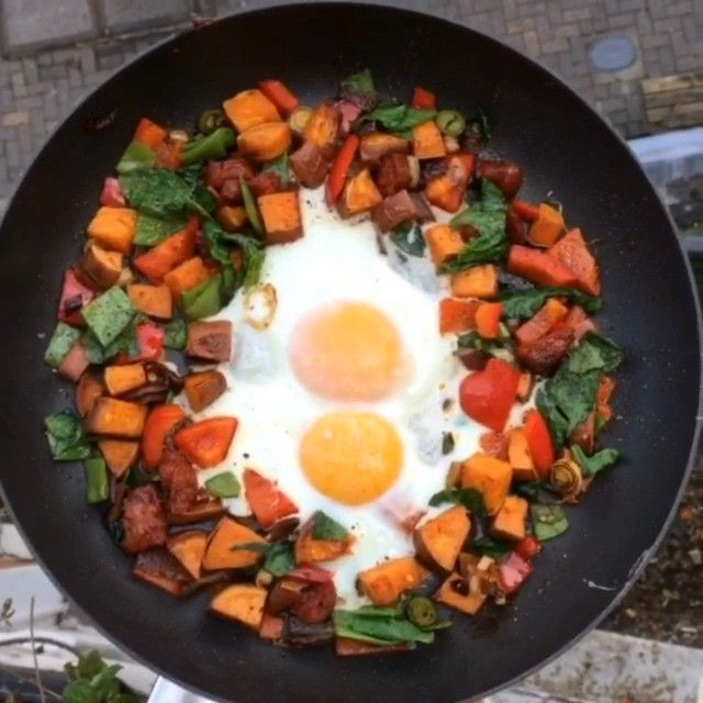 """Hung over & fancy a fry up? Give this a go it tastes amazing & it's ready in under 10 minutes #Leanin15 #Breakfast #Eggs #Chorizo Tag a friend who might…"""