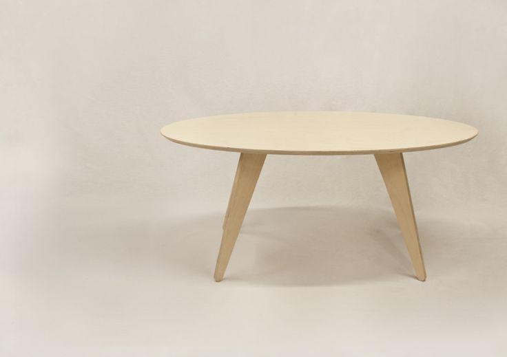 Simpel design zonder versieringen is een kunstvorm op zich en wordt volledig beheerst door het Spaanse label The Nude Design. De vier designers van het merk houden van no-nonsense en hun Mister T tafel benadrukt
