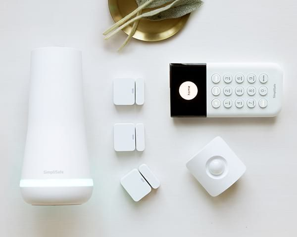 Simplisafe Official Site Get The Wireless Home Security System That Let S You Take Control Of Your Safety In Your Home Apartme With Images Wireless Home Security Systems