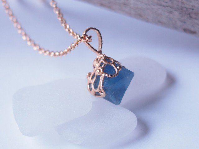 紺碧の角砂糖ネックレス
