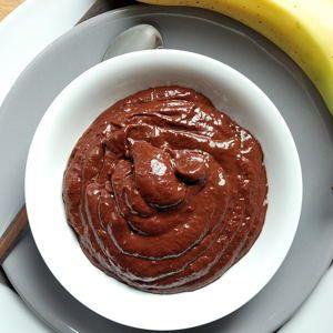 Wenn ich nicht gerade Nutella-Cupcakes oder Slutty Brownies in mich hineinstopfe, dann esse ich eigentlich recht gesund. Besonders angetan hat es mir in letzter Zeit dieser vegane und zuckerfreie S…