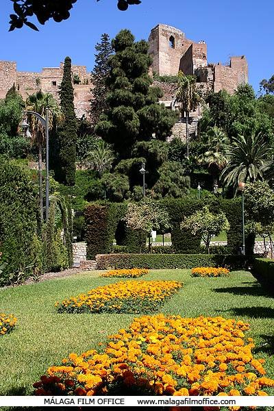 Jardines de Pedro Luis Alonso y de Puerta Oscura con la Alcazaba árabe al fondo  Jardines de Málaga (c) MFO