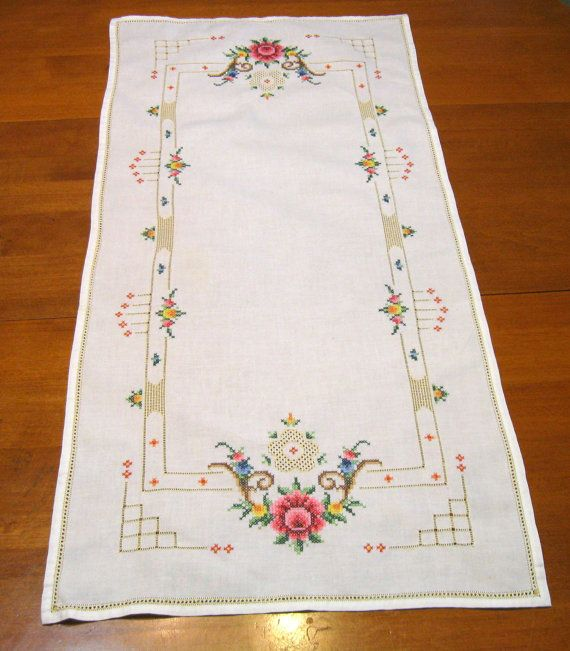 Roses croisent Stitch Table Runner Vintage linge de maison