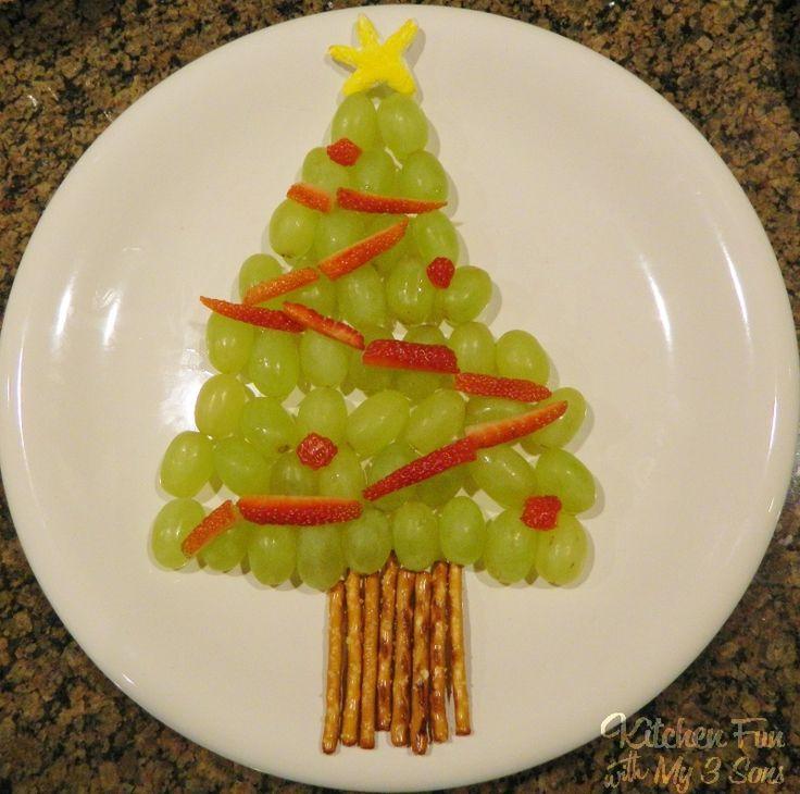 Grape Christmas Tree...fun & easy for the kids to make themselves! #kerstdiner #kinderen