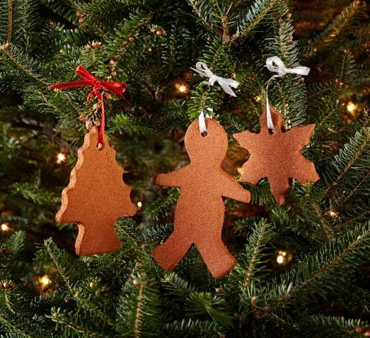 These ornaments are easy to make and their aroma lasts long after the holidays are over. #holiday #DIY #crafts