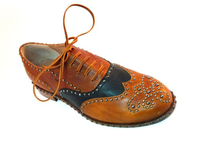 Italian luxury shoes by Eddy Minto Shoemaker See more: http://www.mirabiliashop.com/eddy%20minto%20inglese.htm  Custumized and tailored with 2 pictures of your foot!!! Contact us to: info@mirabiliashop.com  Venice - ITALY