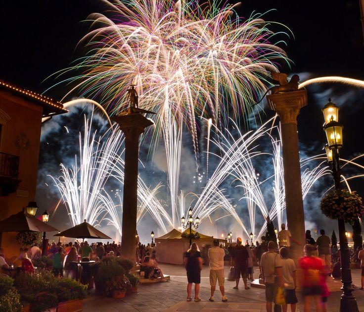 Ecco un tutorial con tutto quello che ti serve sapere per fotografare al meglio i fuochi d'artificio.