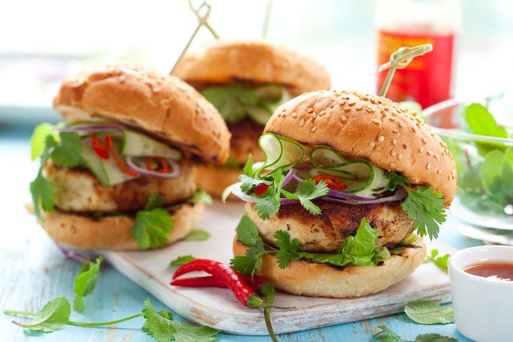 Estas hamburguesitas son ideales para los niños ya que es una forma de hacerlos comer más verdura y pollo. Es perfecta para cuando tus hijos invitan a sus amigos a comer.