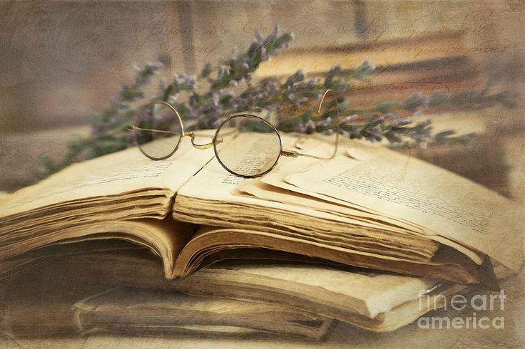 Non c'è niente come il profumo di una libreria: in parte gli scaffali, in parte i libri, e in parte l'attesa per ciò che potresti trovare.  Kathryn Fitzmaurice ___________________________ Immagine di Sandra Cunningham