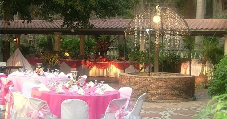Cómo decorar el área de recepción para una boda.