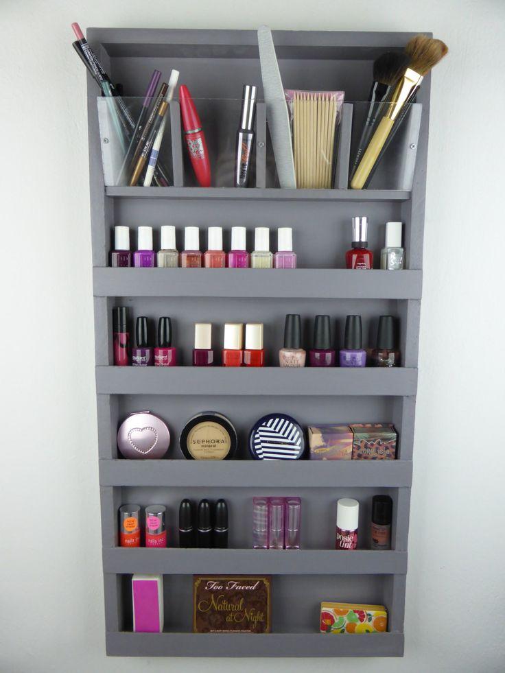 Gris maquillage organisateur - rangement de salle de bains - crayon-rouge à lèvres titulaire vernis à ongles rack afficher maquillage rangement - mur suspendu-plexiglass- par CraftersCalendar sur Etsy https://www.etsy.com/fr/listing/187674745/gris-maquillage-organisateur-rangement
