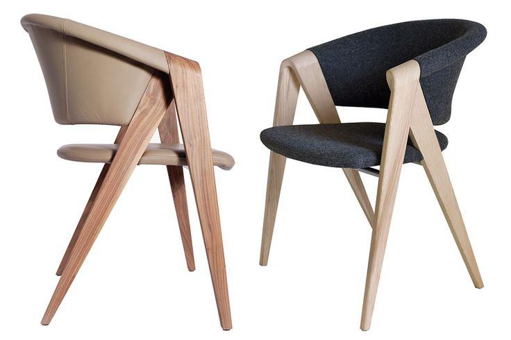 Fauteuil design en noyer de Martin Ballendat, grand designer allemand. Création pour la marque Voglauer. Produit en Autriche par une usine de meubles reconnue pour la qualité de son mobilier.