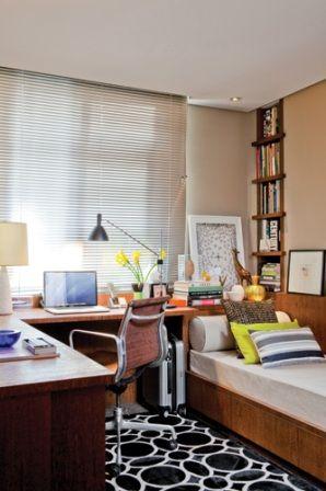 trabalho em casa e sei o quanto é difícil manter a rotina de trabalho, ser produtivo, quando tanta coisa pode nos distrair. Por isso, aí vão 5 ideias, que uso e dão certo, para facilitar, decorar, organizar e tornar mais produtivo o seu cantinho de trabalho / home-office