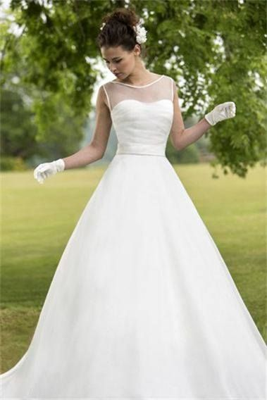 Stunning & Simple Wedding Dress