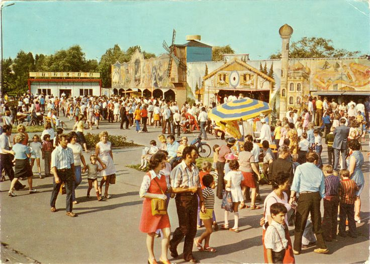 Parc d'attraction de Chorzow en Pologne. 1979.