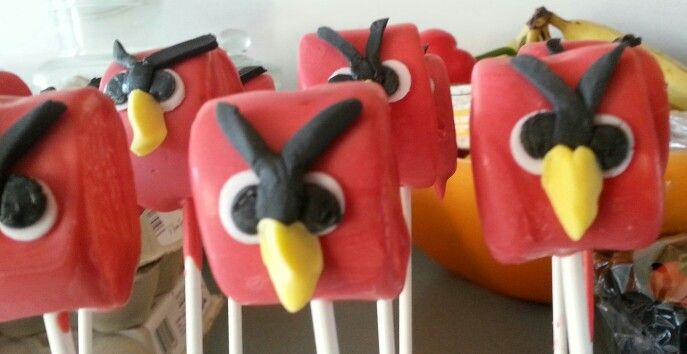 kinder traktatie angry birds marshmallows gedoopt in smeltsnoep