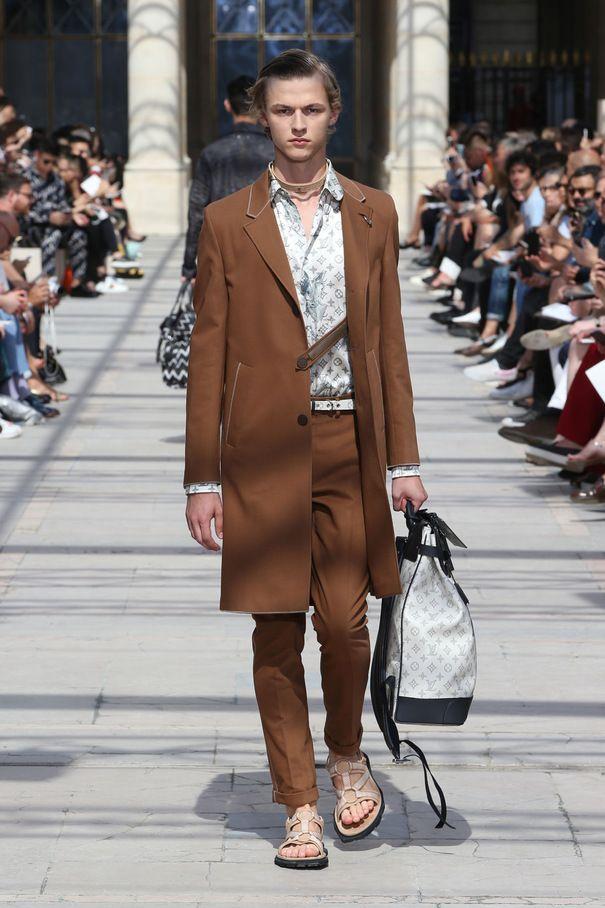 Défilé Homme Louis Vuitton : le monde comme terrain d'exploration - Grazia.fr