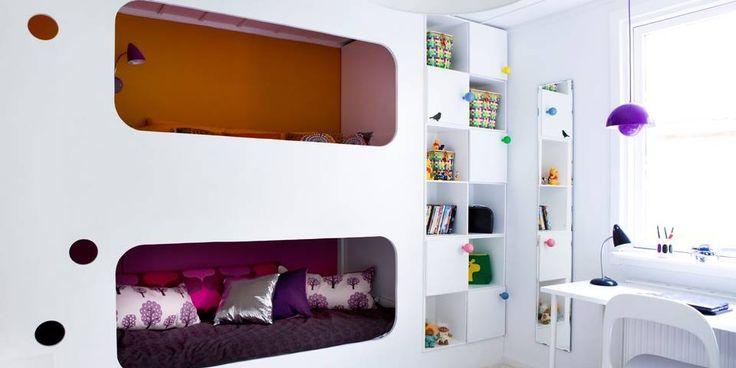 SMART SENG: Bygg en seng som ikke alle har. Våger du ikke å kaste deg ut i det selv kan du ty til en møbelsnekker som hjelper deg. Her er det plass til to smårollinger. Du kan for eksempel også bruke den ene sengen som sofa.