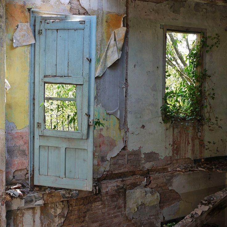 abandoned door from Catalonia