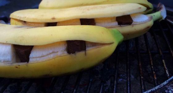 Heerlijk nagerecht voor bij de BBQ, banaan met gesmolten chocolade
