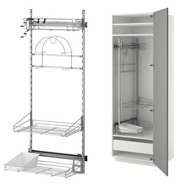 Wysuwane wyposażenie wnętrza szafy gospodarczej UTRUSTA (NOWOŚĆ!) zmiejscem naodkurzacz iśrodki czystości. Można je zamontować wwysokiej szafce wkuchni, pralni lub pomieszczeniu gospodarczym. Pasuje doszafki owysokości 140 cm. Wysokość drucianych półek można regulować.