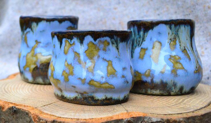 Ceramiczne czarki na kawę, herbatę lub innym napój.