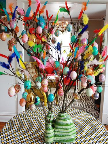 Make an Easter Tree inspired by the Swedish tradition of paskris. #Easter