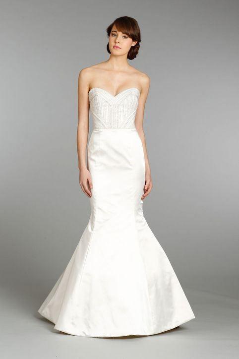 Krásné svatební šaty bez ramínek.