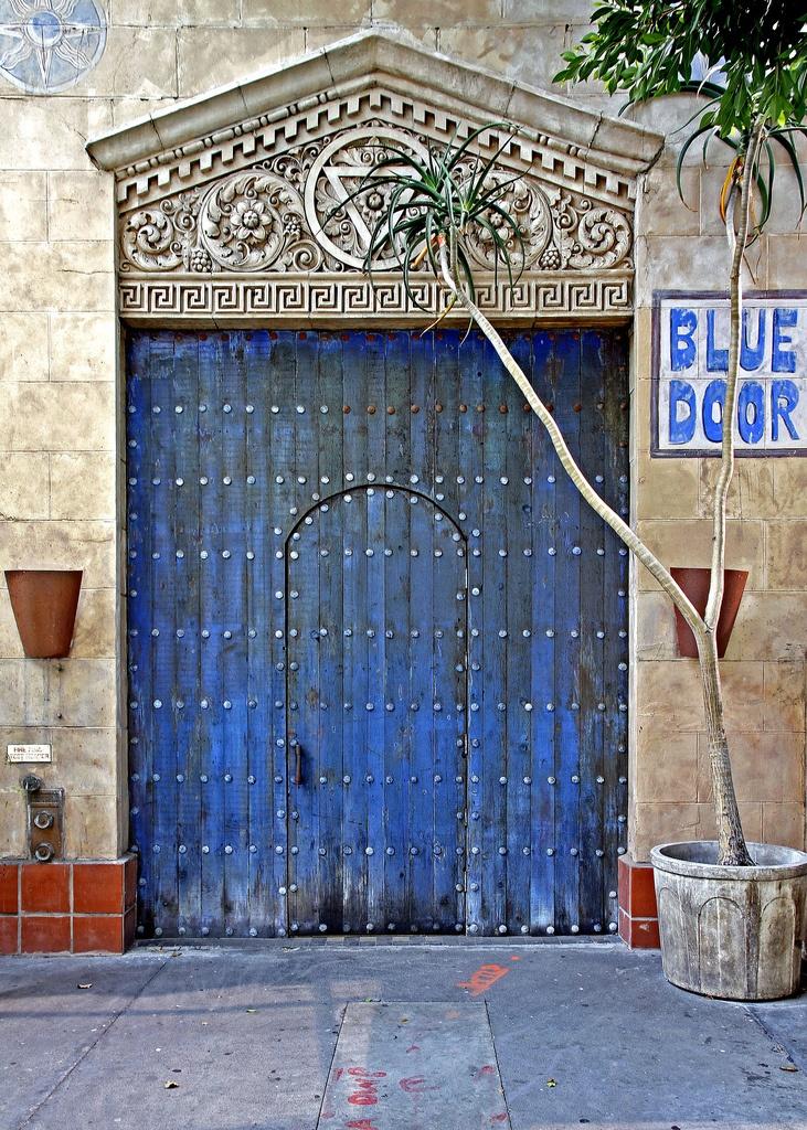 Yes blue door. & 602 best The Doors images on Pinterest | Windows Entrance and Doors pezcame.com