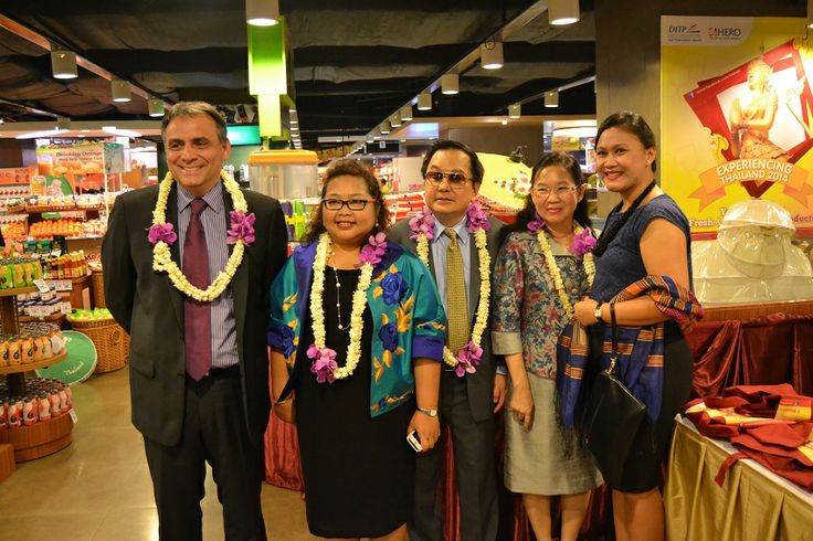 Dubes Thailand dan CEO PT Hero Supermarket pada Opening Experiencing Thailand 2014.