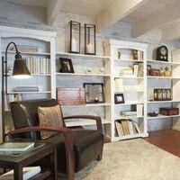 Idée sous-sol : plafond peint et bibliothèques