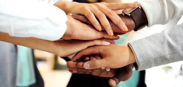 خاتمة عن التعاون أكثر من خاتمة موضوع تعبير عن التعاون قصيرة Hands Engaged