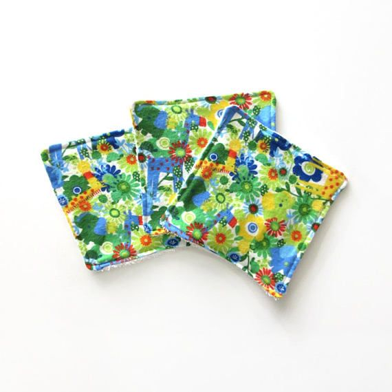 This set of baby wash cloths makes a great baby shower gift. They are made with a soft flannel front and backed with terry cloth. These cloths are very handy and have many uses. Use them during bath time or keep them in your dipper bag.