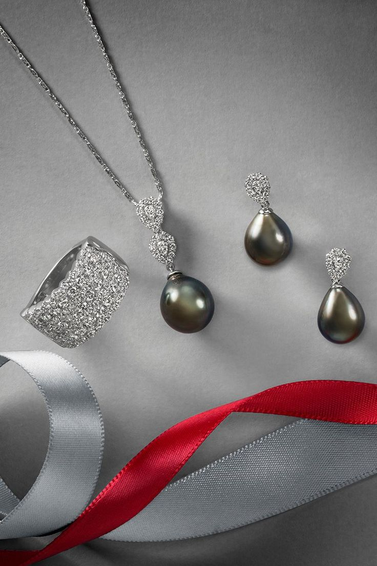 Sparkle in style with Tahitian pearls and diamonds! This gorgeous cultured Tahitian pearl and diamond necklace in 14k white gold sparkles with 22 brilliant round diamonds. Complete the look with matching diamond earrings and a shimmering pavé-set diamond ring in 14k white gold featuring 103 hand-picked diamonds.
