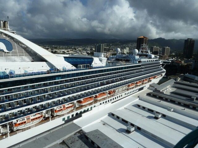 Golden Princess docked in Honolulu, Oahu