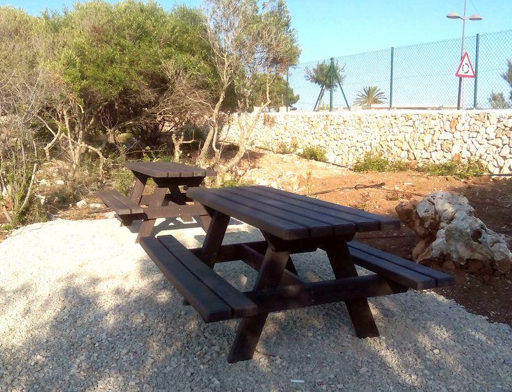 Fantástica zona de descanso con nuestras mesas de picnic, para tomarse un refresco o un bocadillo al aire libre!