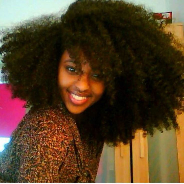 BIG NATURAL HAIR!!!! I just died! Her hair is amaaaaazzzze!