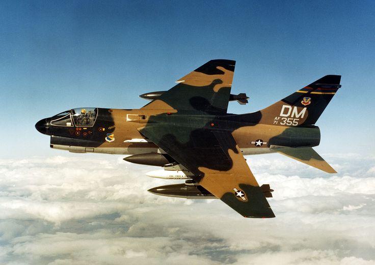 Ling-Temco-Vought A-7 Corsair II foi um jato de ataque leve ...