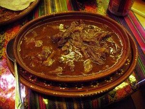 La Birria es un platillo típico del bajío de México; tradicionalmente hecha de chivo, enterrada sobre brazas y envuelta en hojas de vástago. la hay de chivo, de borrego, de ternera, etc. incluso la hay de carpa, cerca del Lago de Chapala. Mmmhhh!