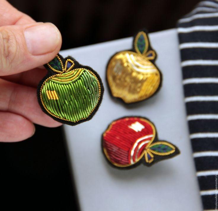 """Купить Брошь """"Яблоко"""" ручная вышивка в интернет магазине на Ярмарке Мастеров"""