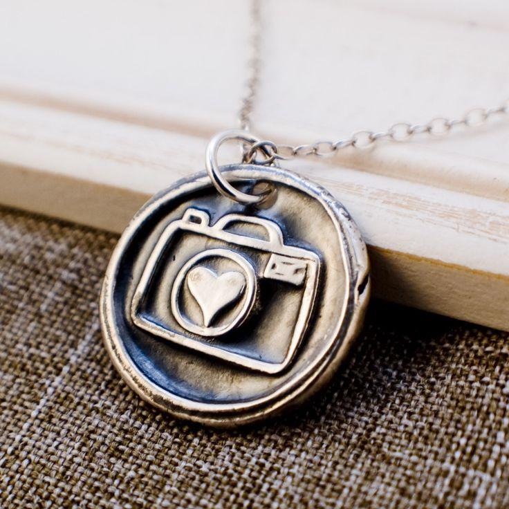 .Cameras Necklaces, Gift Ideas, Cameras Bags, Photography Necklaces, Cute Necklaces, Jewelry, Cameras Straps, Heart Photography Logo, Photography Equipment