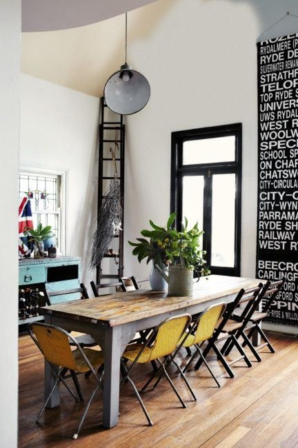 Modern Shabby Chic Dining room inspiration. For more ideas see also: http://www.brabbu.com/en/inspiration-and-ideas/