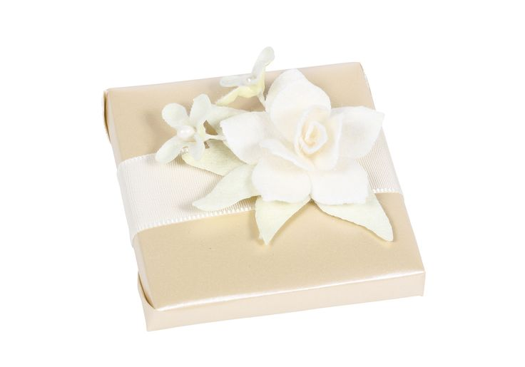 Patchi Lily Luster Chocolate favor (Large) http://patchi.us/wedding-white-gold-favor-fc4373-24.html