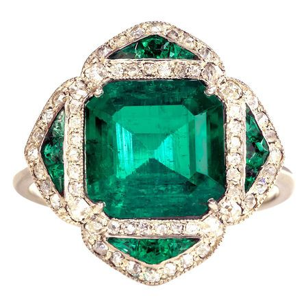 Colombian Emerald Ring. French. circa 1910