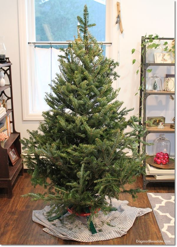 how to make fake christmas tree look fuller