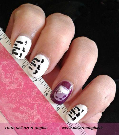<p>Nail art rientro a scuola: back to school nails! Su You Tube in questo periodo fioccano le nail art per il rientro a scuola, in inglese Back To School Nails. E anche ame, che la scuola l'ho finita già da un po', il mese di settembre ricorda uno dei momenti …</p>