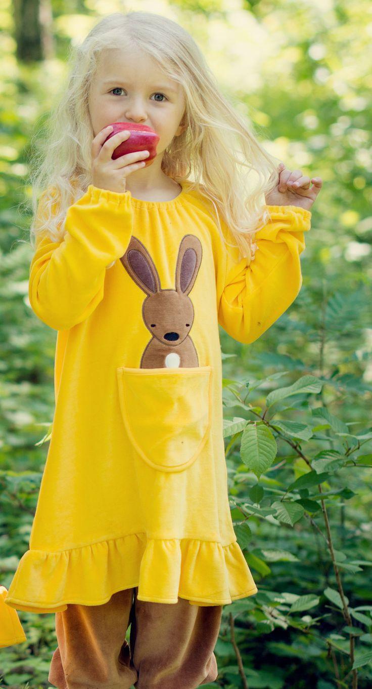 """Für #farbenfrohe #Kids im Herbst und Winter 2013: Die plüschig softe """"#Rabbit in the Pocket Tunic"""" von #meandi für Girls - neu ab 14. August bei www.meandi.se/de"""