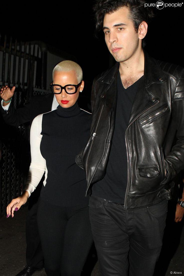 Amber Rose à la sortie d'une boîte de nuit en compagnie de Nick ... Quelles astuces pour organiser votre mariage sur http://yesidomariage.com